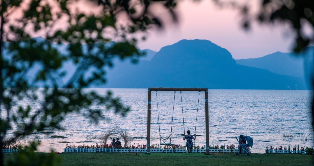 龙湖开启下一个度假时代 中国·抚仙湖星空小镇国际度假区亮相
