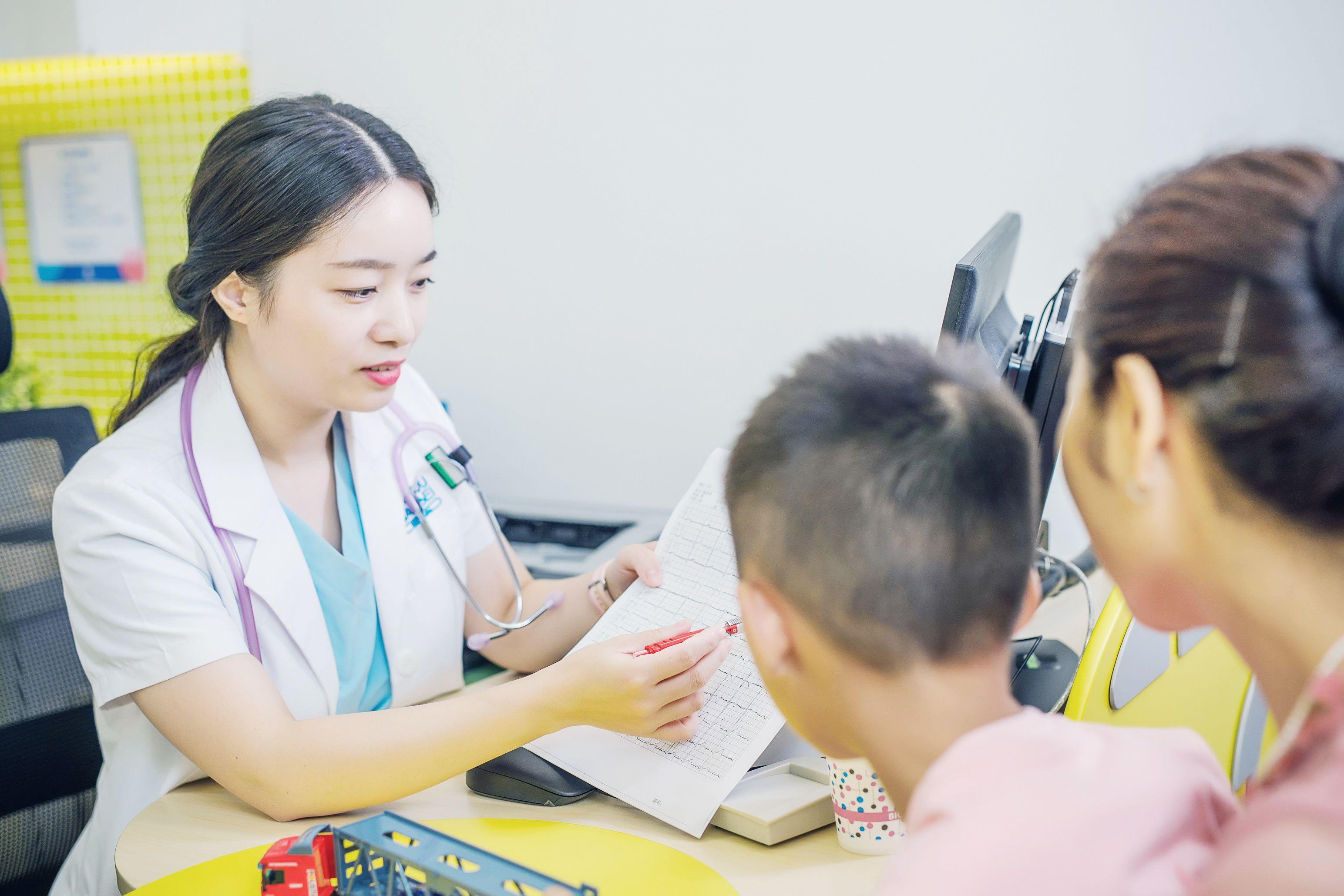 龙湖集团21.6亿元收购大股东智能科技、妇儿医疗资产组合